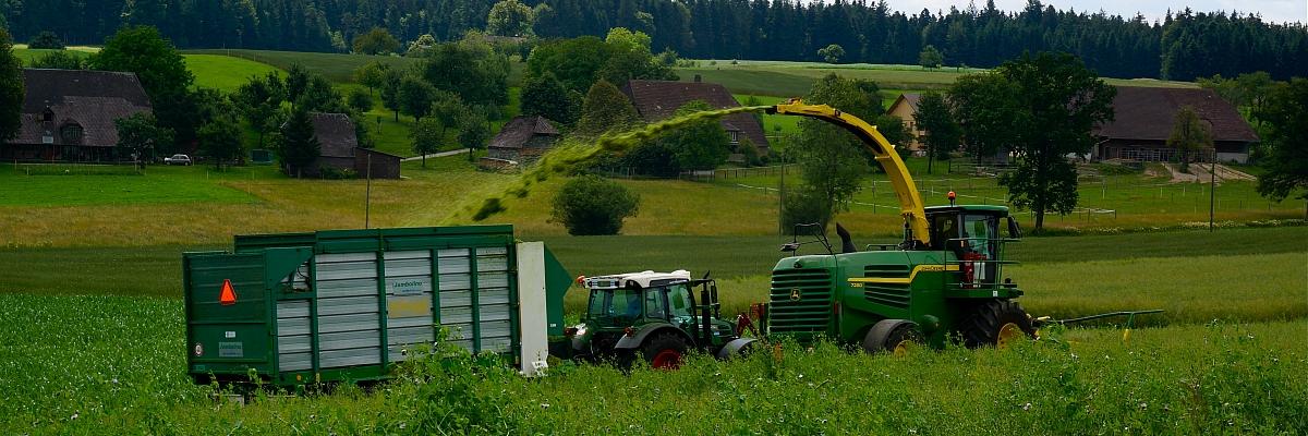 Getreide silieren 2 - Lohnunternehmer Hebeisen-Sollberger, Bettenhausen-Thörigen